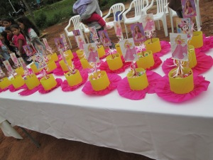 Typical girl birthday party table center pieces/guest gifts.